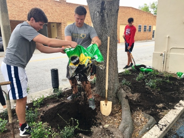 Shorecrest Service project with the St. Petersburg Free Clinic