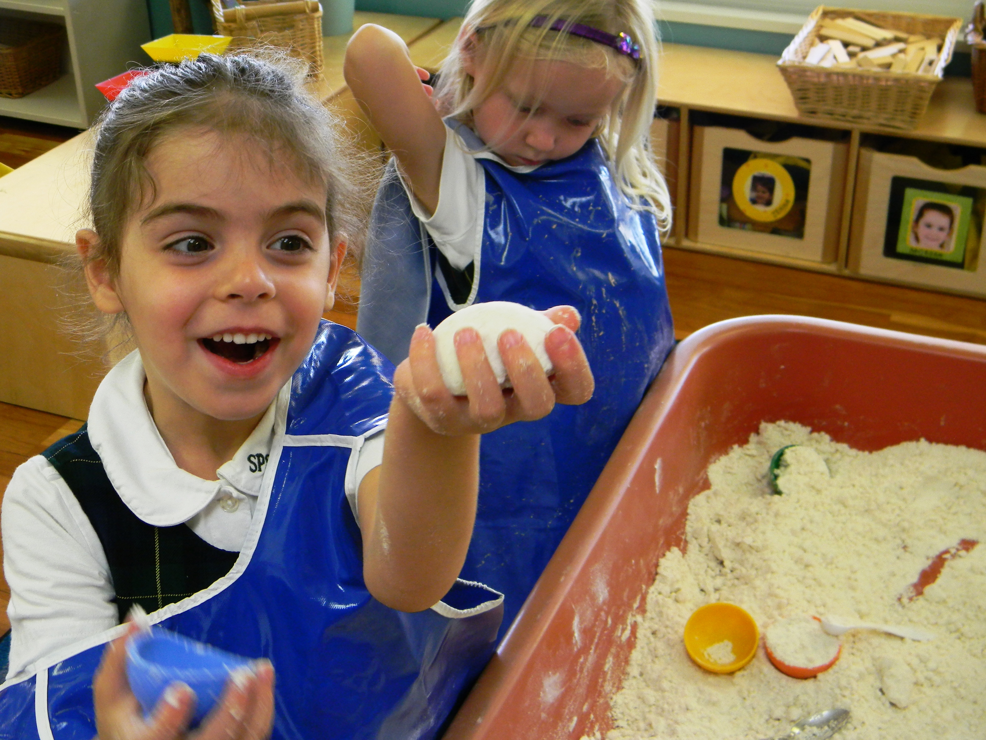 Preschool DIY cloud dough