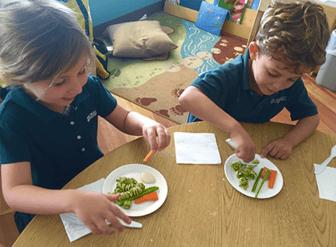 children eating preschool snack